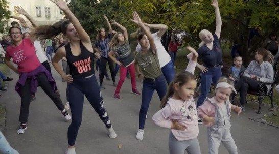 Táncol az egész család! (videó)